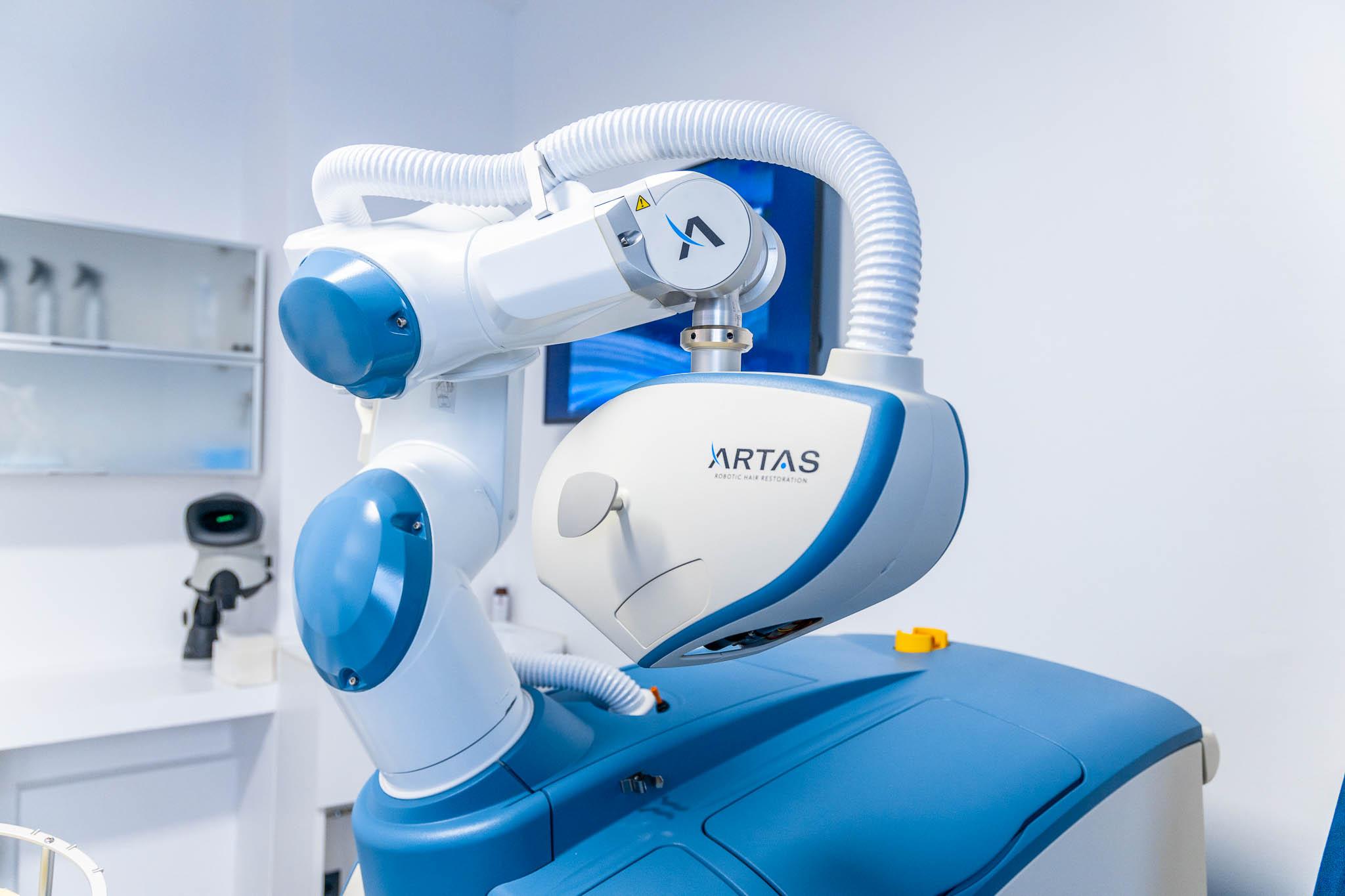 Il robot ARTAS per il trapianto di capelli